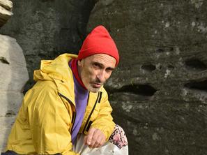 6. den - Igor Koller před výstupem Hranou Kalamárky, foto F. Penders